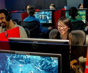 Riot Games разрешила киберспортсменам показывать чужие игры