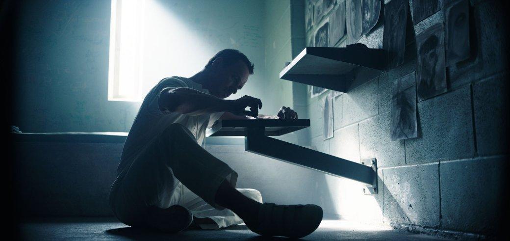 Майкл Фассбендер стал тюремным живописцем на новом фото «Кредо убийцы» - Изображение 1