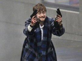 Дэниэл Рэдклифф играет неудачника втрейлере экшена «Безумный Майлз»