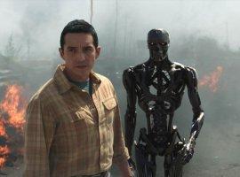 Устрашающий взгляд робота-убийцы нановом постере «Терминатора: Темные судьбы»