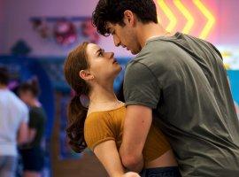 Netflix показал трейлер романтической комедии «Будка поцелуев2»