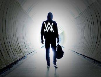 Известный навесь мир 20-летний музыкант ипри этом нерэпер. Кто такой Алан Уокер?