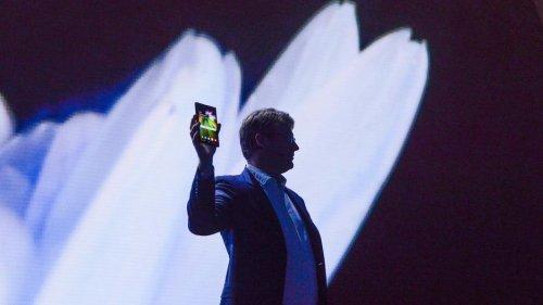 Изпланшета втелефон: Samsung представила смартфон соскладывающимся дисплеем