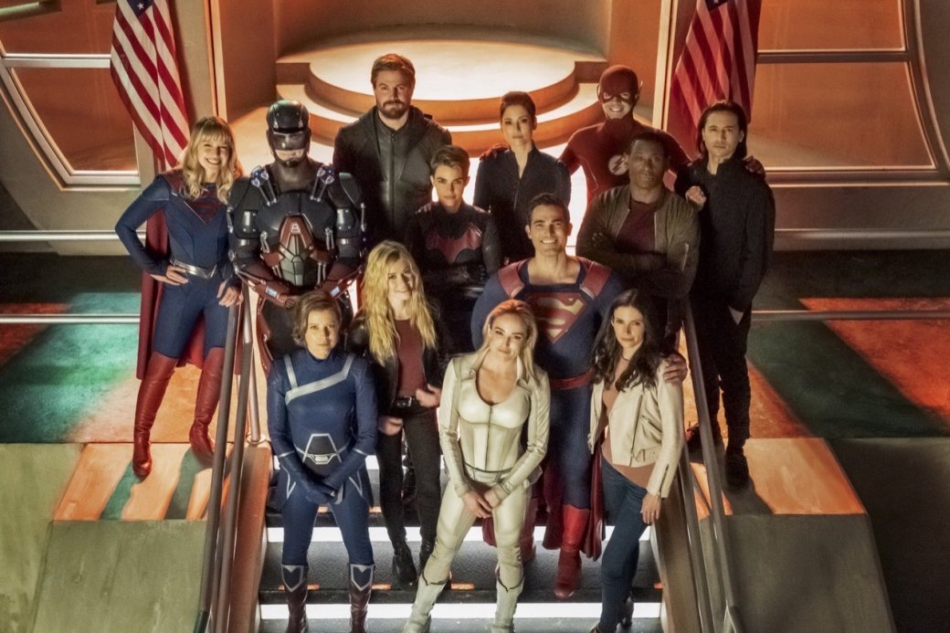 Супергерои собрались вместе на новых кадрах из «Кризиса на Бесконечных Землях»   Канобу - Изображение 4166