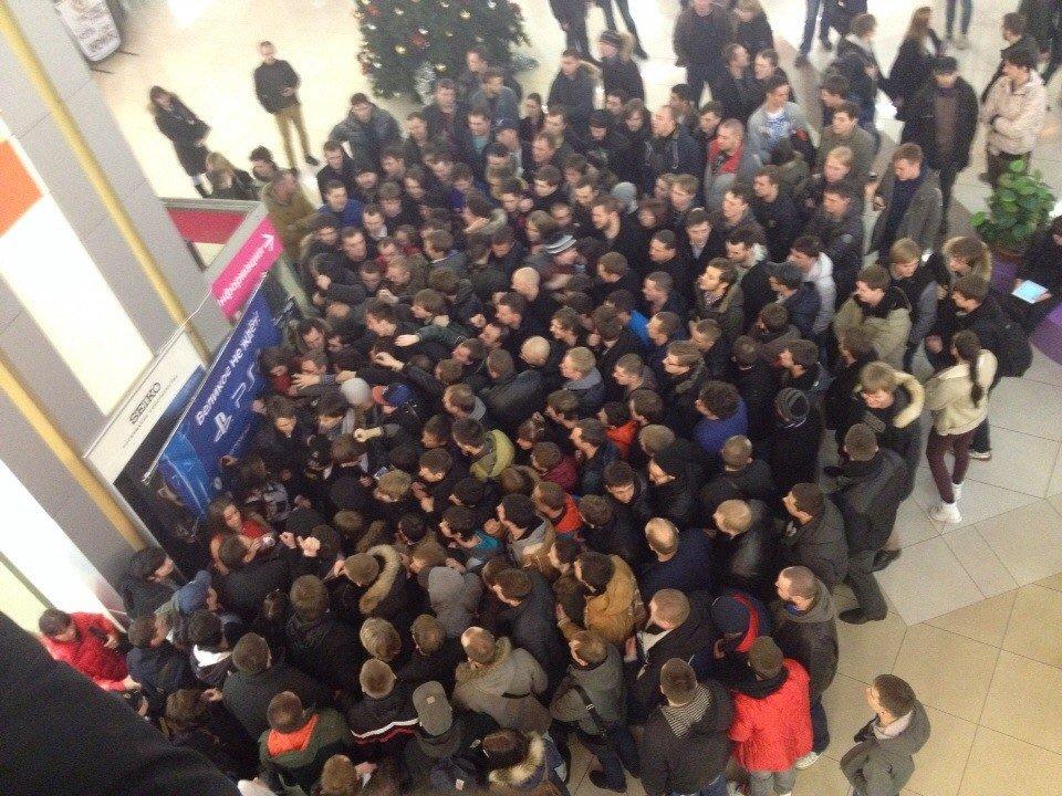 Как прошел ранний старт продаж PlayStation 4 в Санкт-Петербурге | Канобу - Изображение 1
