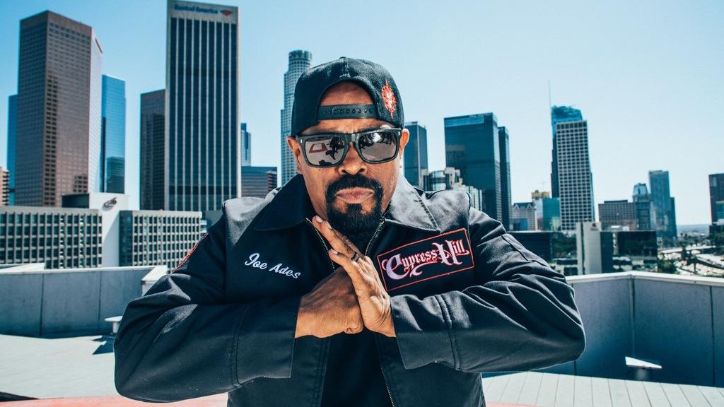 3июля намосковской площадке Adrenaline Stadium выступит одна изсамых известных хип-хоп-групп мира— Cypress Hill. Нам удалось пообщаться содним изоснователей лос-анджелесского ансамбля, Сененом Райесом, более известным как SenDog. Винтервью сСен Догоммыобсудили последний альбом группы, Elephants OnAcid, врамках тура вподдержку которого Cypress Hill иприехали вМоскву, атакже состояние современного рэпа, историю группы иощущения оттриумфального использования ихсамой, наверное, знаменитой песни вGrand Theft Auto: San Andreas.