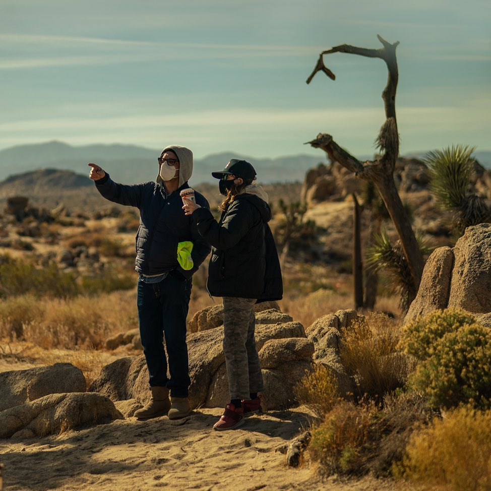 Режиссер «Дэдпула 2» Дэвид Литч показал первые фото сосъемок боевика сБрэдом Питтом иЛеди Гагой | Канобу - Изображение 7370